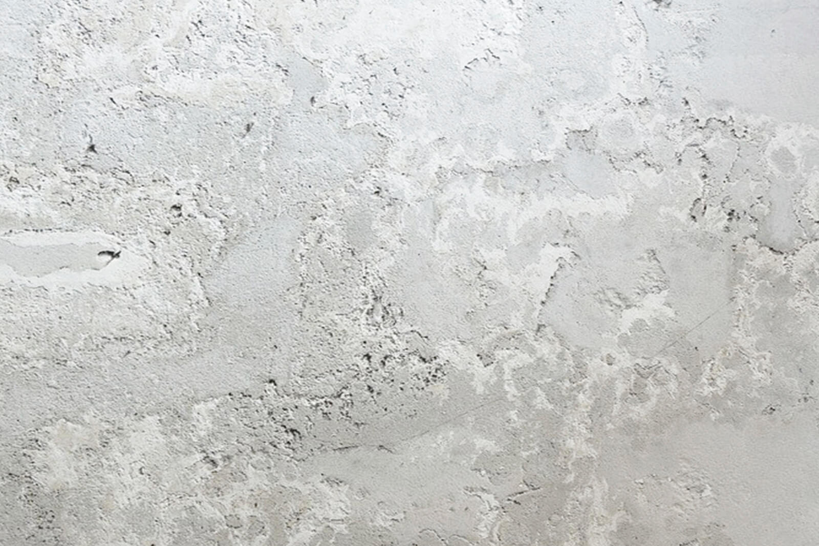 Foto de una pared gris con eforescencia
