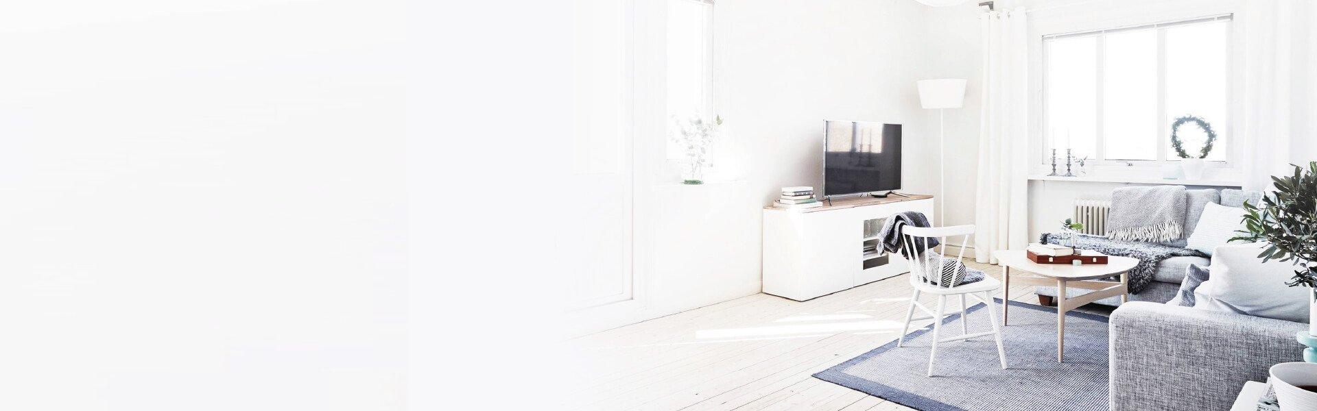 Foto de un salón pintado de color blanco